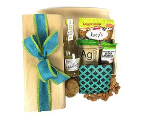 a wooden birch box with flexible lid with a small Elderflower Lemonade, chocolate caramels, almonds, cookies and chocolate