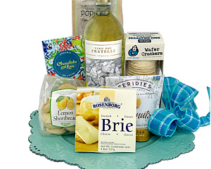 Refreshing in color and content, this gift basket embodies the feeling of spring.